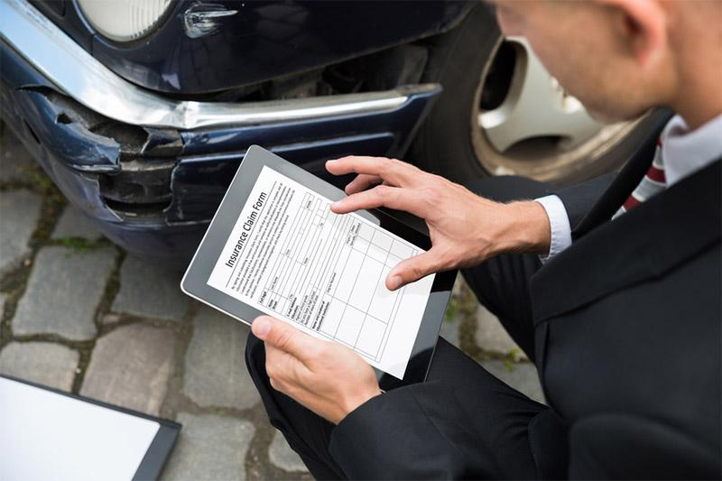 Pursuing Auto Body Estimator Training? A Glance at an Insurance Adjustor Career Path