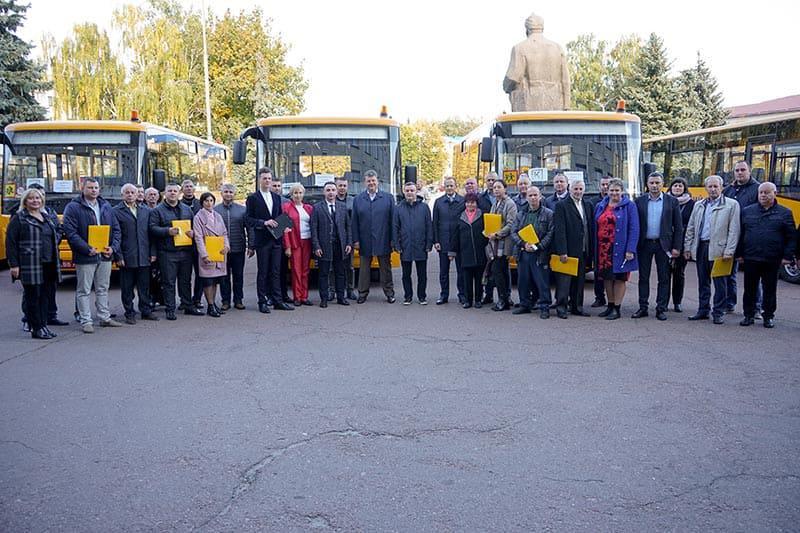 12 територіальних громад Житомирщини отримали нові шкільні автобуси