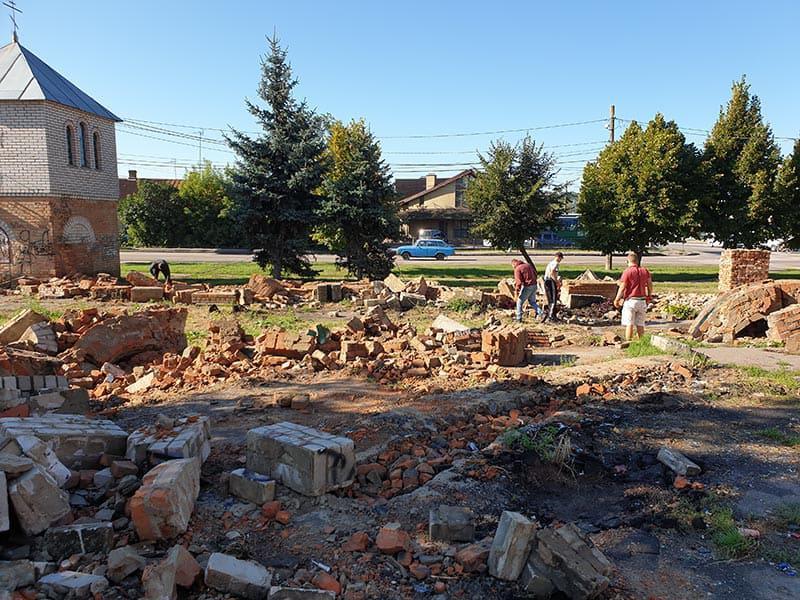 Демонтажні роботи дитячого майданчика у Бердичеві