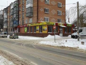 Вночі в Бердичеві обікрали магазин товарів з Німеччини, власник шукає свідків події