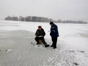 Рятувальники навчають бердичівських рибалок правил поведінці на кризі
