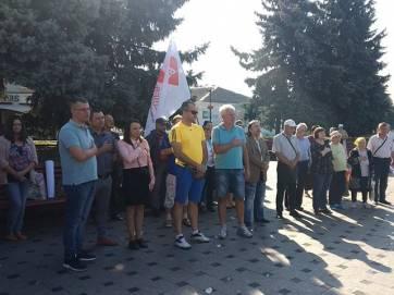 Депутати, активісти та звичайні бердичівляни знову мітингували біля міської ради. Фото. Відео